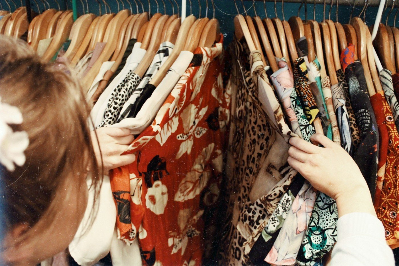 woman clothes shopping customer experience